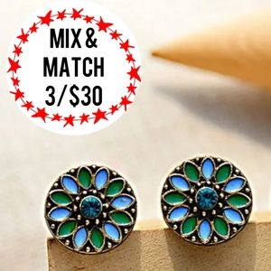 🔹️Blue & Green Floral Stud Earrings
